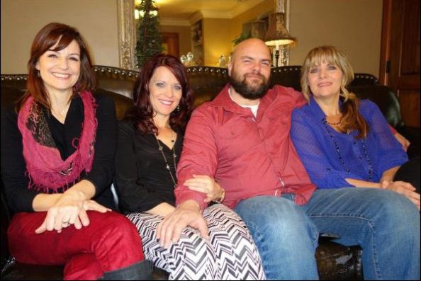 Joe Darger et ses trois femmes, Alina, Valerie et Vicki (AFP)